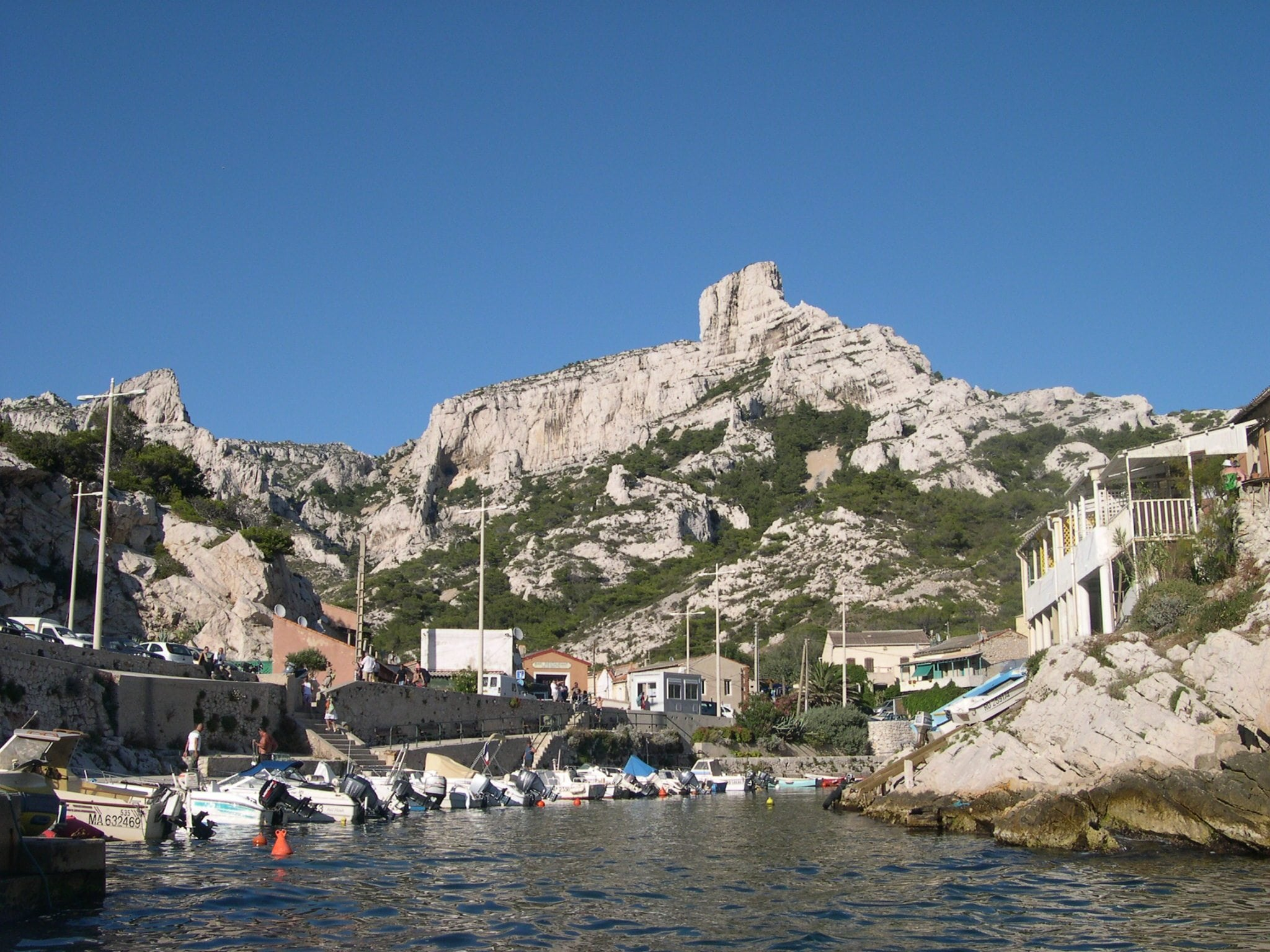 authentique cabanon dans les calanques (parc national)